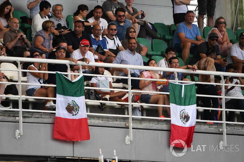 Fans and Mexican flags