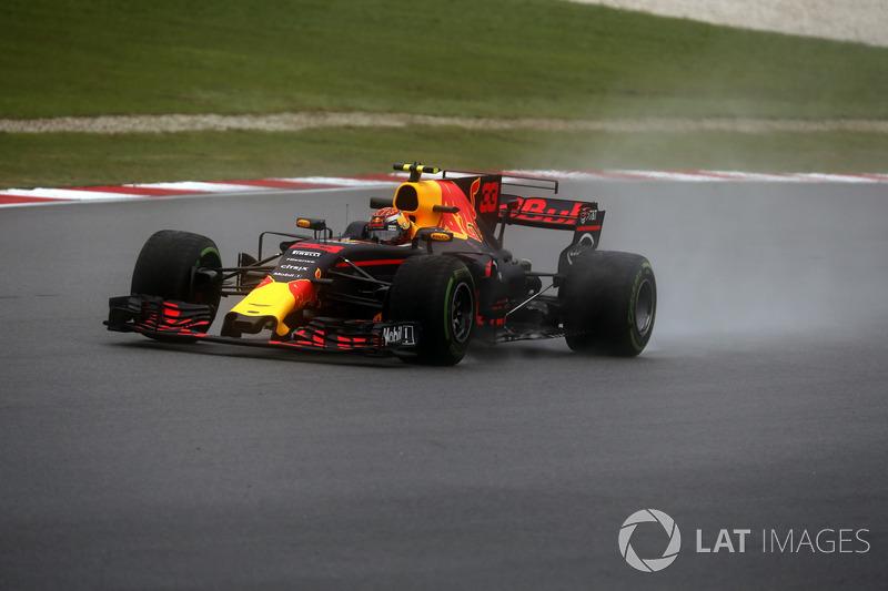 Max Verstappen aproveitou bem as condições da pista e liderou a dobradinha da Red Bull.