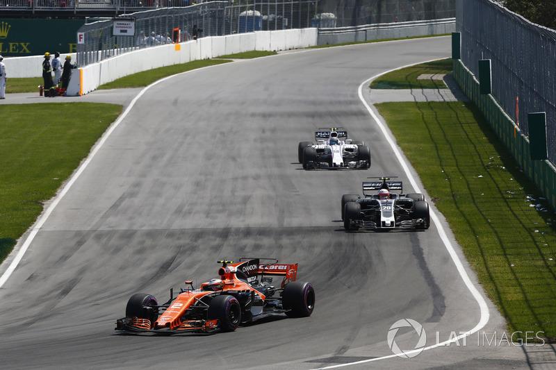 Stoffel Vandoorne, McLaren MCL32, Kevin Magnussen, Haas F1 Team VF-17, Lance Stroll, Williams FW40