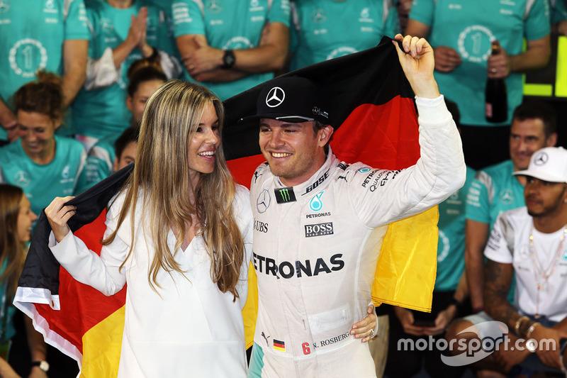 Nico Rosberg, Mercedes AMG F1 celebra su campeonato con el equipo y su esposa Vivian Rosberg