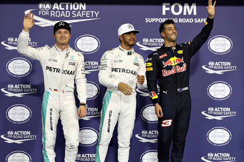 Ganador de la pole  Lewis Hamilton, Mercedes AMG F1, segundo lugar Nico Rosberg, Mercedes AMG F1, tercer lugar Daniel Ricciardo, Red Bull Racing