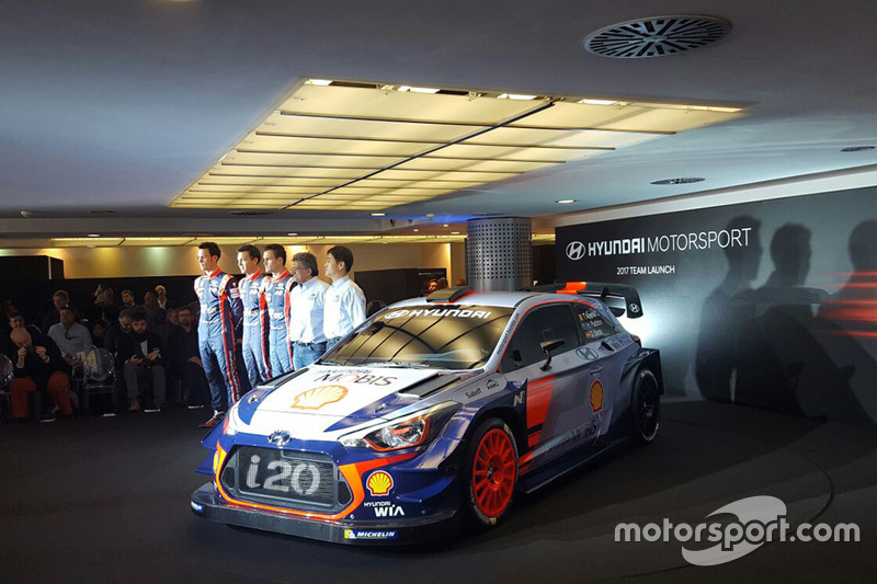 Hayden Paddon, Dani Sordo y Thierry Neuville, de Hyundai Motorsport, revelan el Hyundai i20 Coupe WRC de 2017