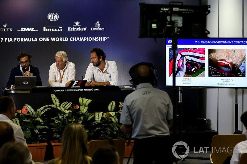 Заступник гоночного директора FIA Лоран Мекіс, гоночний директор FIA Чарлі Вайтінг, медіа-делегат FIA Маттео Бончіані
