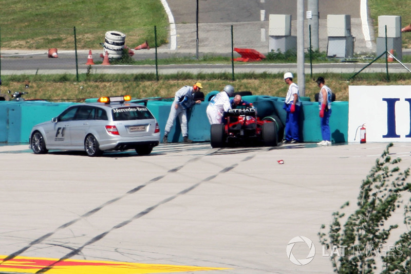 В квалификации Гран При Венгрии-2009 Фелипе Масса получил тяжелую травму после того, как ему прямо в голову прилетела деталь от машины идущего впереди Рубенса Баррикелло. Гонщик Ferrari в итоге пропустил остаток сезона-2009