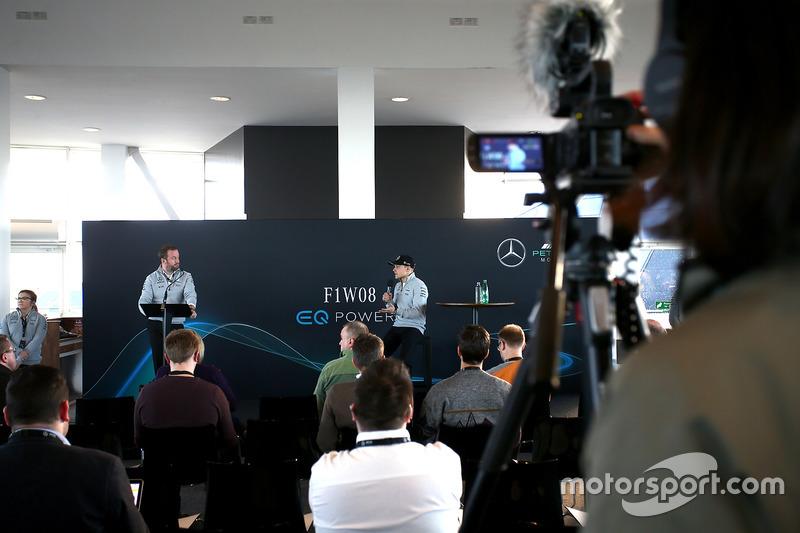 Valtteri Bottas, Mercedes AMG F1, mit der Presse