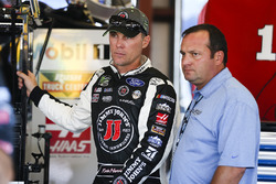 Kevin Harvick, Stewart-Haas Racing Ford and Greg Zipadelli