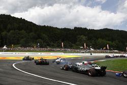 Кевин Магнуссен, Haas F1 Team VF-17, Лэнс Стролл и Фелипе Масса, Williams FW40, Стоффель Вандорн, McLaren MCL32, Джолион Палмер, Renault Sport F1 Team RS17, Карлос Сайнс-мл., Scuderia Toro Rosso STR12