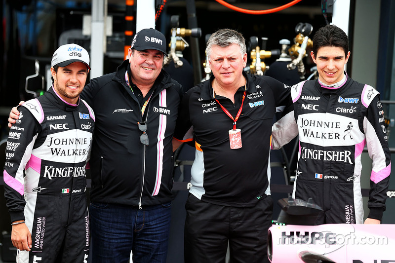 Sergio Perez, Sahara Force India F1, Lutz Huebner, jefe de marketing de BWT; Otmar Szafnauer, Sahara Force India F1 y Esteban Ocon, Sahara Force India F1 Team