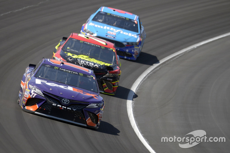 Denny Hamlin, Joe Gibbs Racing, Toyota; Erik Jones, Furniture Row Racing, Toyota; Aric Almirola, Ric
