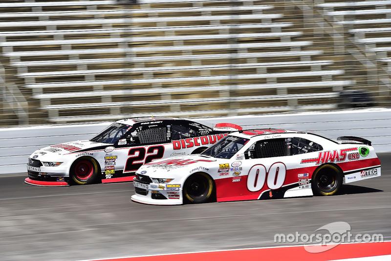 Ryan Blaney, Team Penske, Ford; Cole Custer, Stewart-Haas Racing, Ford