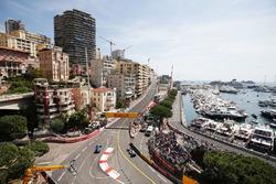 Marcus Ericsson, Sauber C35 en Lewis Hamilton, Mercedes AMG F1 W07 Hybrid