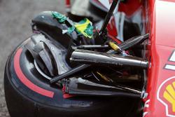 El auto dañado de Sebastian Vettel, Ferrari SF16-H