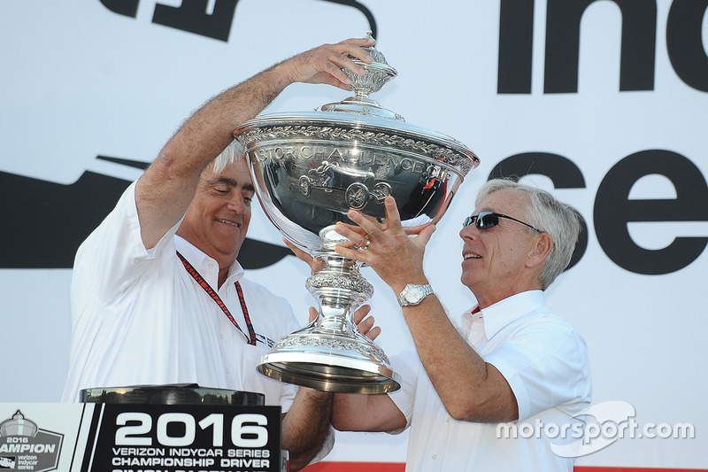 CEO of IndyCar parent Hulman & Company Mark Miles and CEO of Verizon Lowell C. McAdam with the IndyCar championship trophy