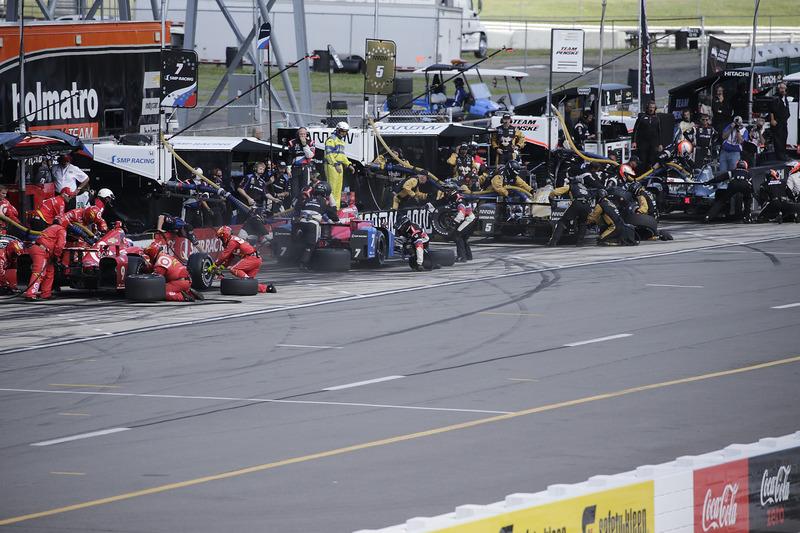 Scott Dixon, Chip Ganassi Racing Chevrolet, Mikhail Aleshin, Schmidt Peterson Motorsports Honda, Jam
