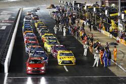 Rote Flagge: Die Autos in der Boxengasse