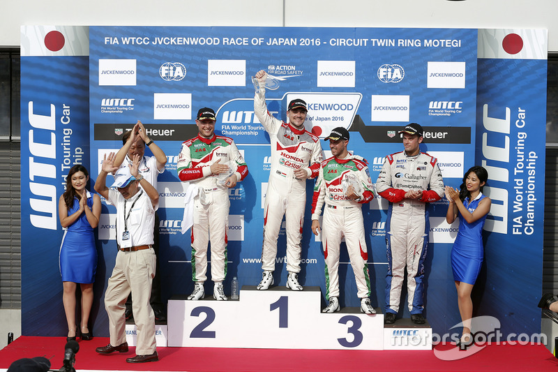 Podium: winner Norbert Michelisz, Honda Racing Team JAS, second place Rob Huff, Honda Racing Team JAS, third place Tiago Monteiro, Honda Racing Team JAS, independent winner Tom Chilton, Sébastien Loeb Racing