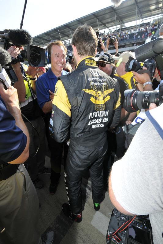 Le poleman James Hinchcliffe, Schmidt Peterson Motorsports Honda