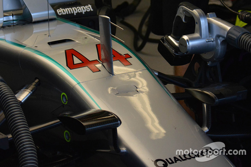 Beschädigte Nase des Mercedes AMG F1 W07 Hybrid von Lewis Hamilton