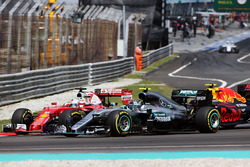 Sebastian Vettel, Ferrari SF16-H, Nico Rosberg, Mercedes AMG F1 W07 Hybrid, y Max Verstappen, Red Bu