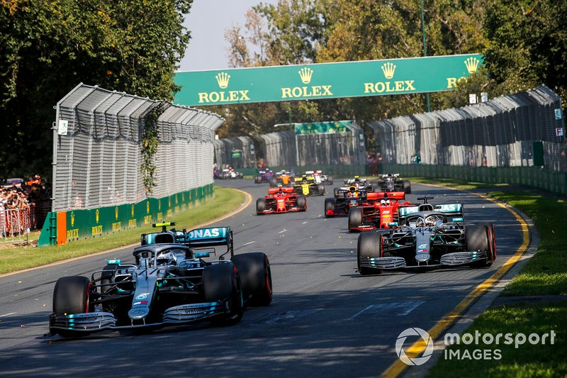 Valtteri Bottas, Mercedes AMG W10, Lewis Hamilton, Mercedes AMG F1 W10 al inicio