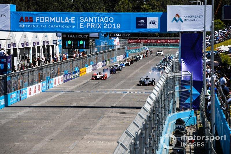 Le monoposto si preparano a raggiungere la loro casella in griglia, con Sébastien Buemi, Nissan e.Dams, Nissan IMO1, Pascal Wehrlein, Mahindra Racing, M5 Electro, in prima fila