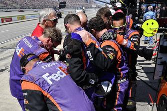 Denny Hamlin, Joe Gibbs Racing, Toyota Camry FedEx Office prays with coach Joe Gibbs