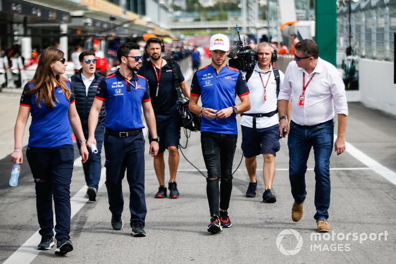 Pierre Gasly, Scuderia Toro Rosso, arrives in the paddock