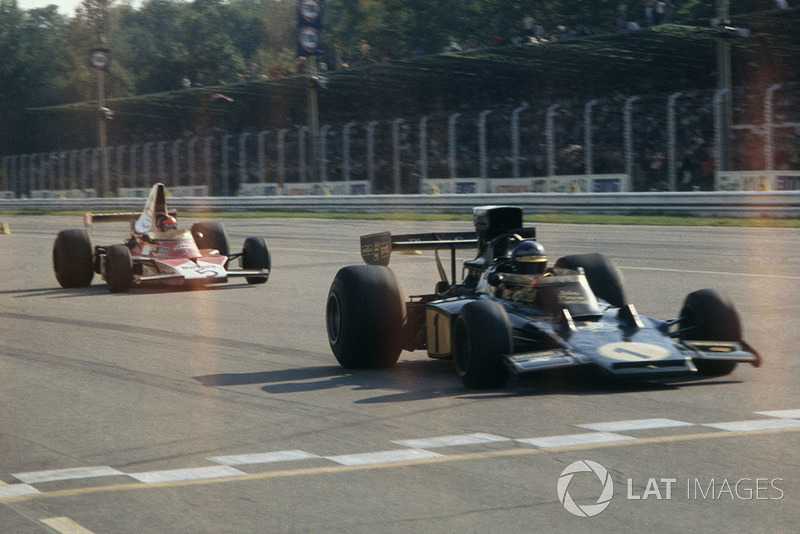 Ronnie Peterson, Lotus Ford, leads Emerson Fittipaldi, McLaren M23-Ford