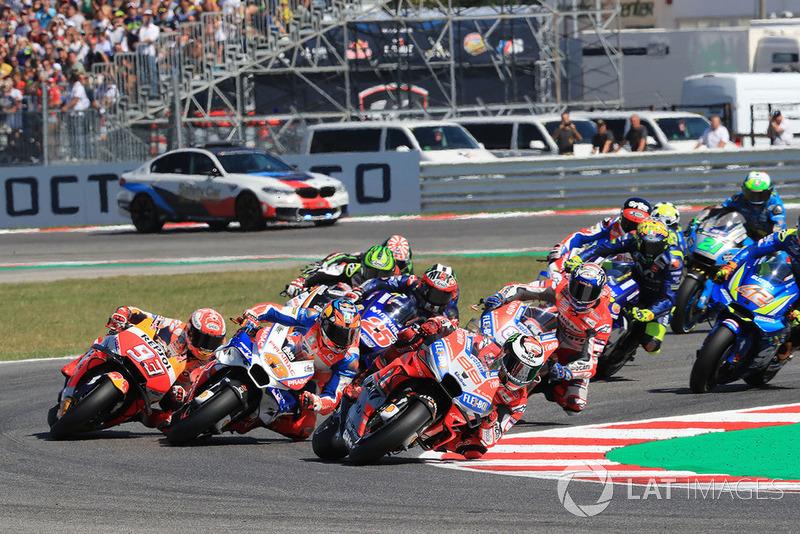 Jorge Lorenzo, Ducati Team, memimpin balapan