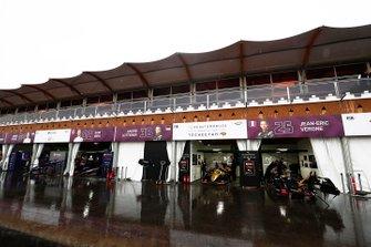 Les équipes Virgin, Techeetah dans la voie des stands humide