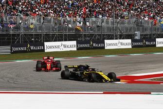 Carlos Sainz Jr., Renault Sport F1 Team R.S. 18 and Sebastian Vettel, Ferrari SF71H