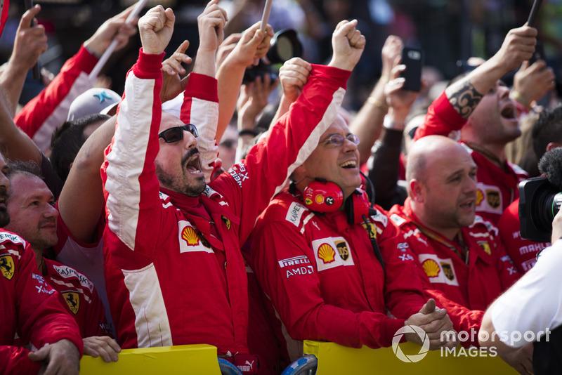 Команда Ferrari святкує перемогу Кімі Райкконена, Ferrari