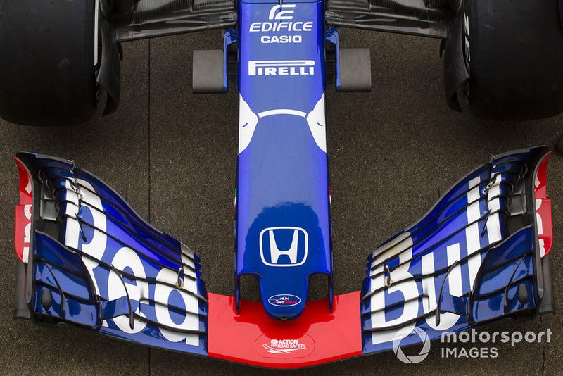 Scuderia Toro Rosso STR13 burun ve ön kanat