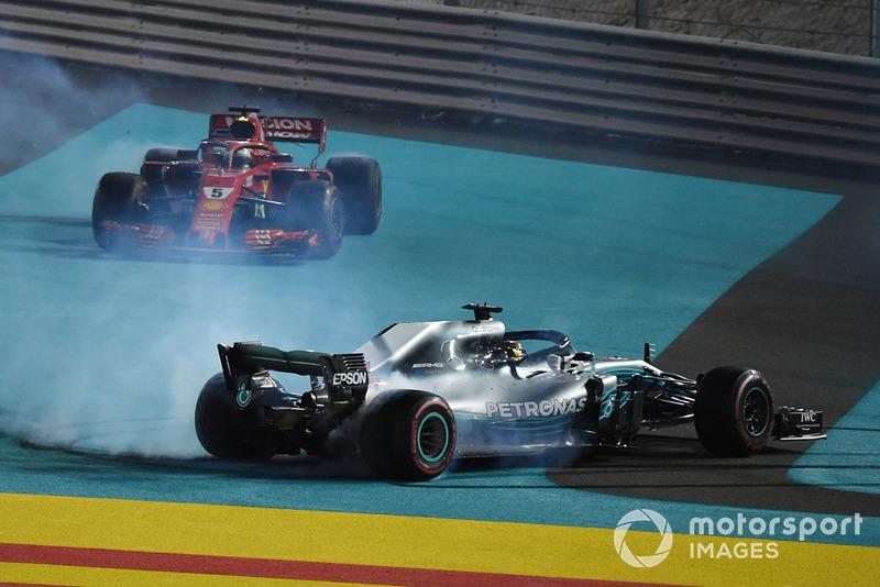 Le vainqueur Lewis Hamilton, Mercedes AMG F1 W09, le deuxième, Sebastian Vettel, Ferrari