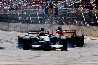 Michael Schumache, Benetton B195 Renault, Jean Alesi, Ferrari 412T2, after collision