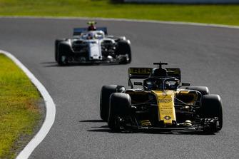 Nico Hulkenberg, Renault Sport F1 Team R.S. 18, devant Charles Leclerc, Sauber C37