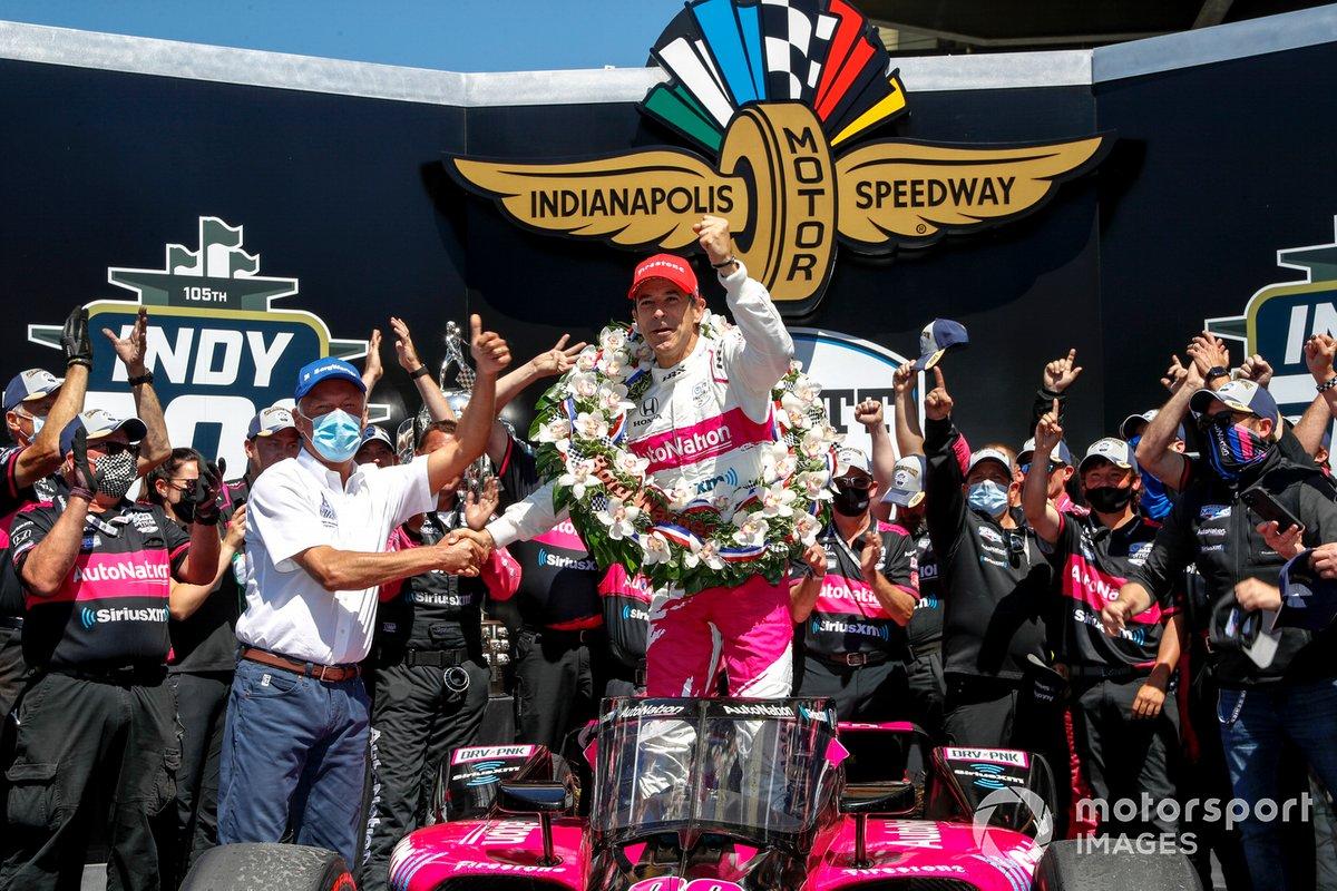 Race winner Helio Castroneves, Meyer Shank Racing Honda