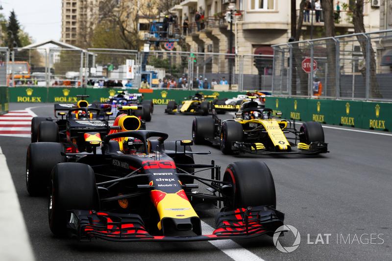 Max Verstappen, Red Bull Racing RB14 Tag Heuer, Carlos Sainz Jr., Renault Sport F1 Team R.S. 18, Daniel Ricciardo, Red Bull Racing RB14 Tag Heuer, Pierre Gasly, Toro Rosso STR13 Honda