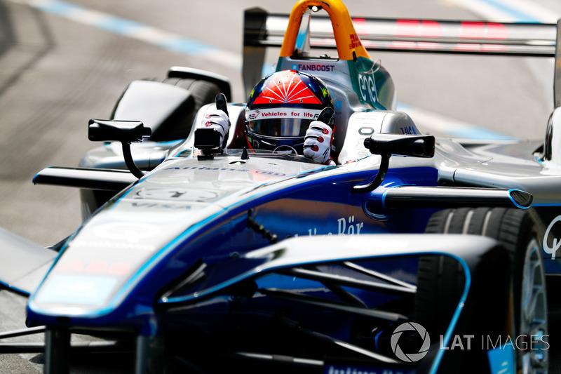 Emerson Fittipaldi, former F1 World Champion, Indy 500 winner, drives the Formula E car