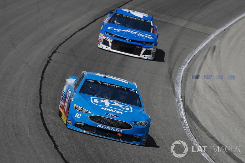 Ryan Blaney, Team Penske, Ford Fusion PPG e Kyle Larson, Chip Ganassi Racing, Chevrolet Camaro Credit One Bank