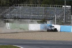 Crash: Lewis Hamilton, Mercedes F1 W05