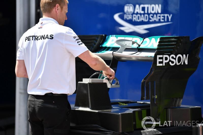 Mercedes-AMG F1 W09, ala posteriore