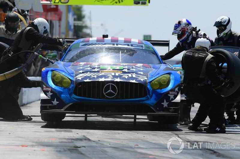 #33 Riley Motorsports Mercedes AMG GT3, GTD: Jeroen Bleekemolen, Ben Keating, Luca Stolz pit stop