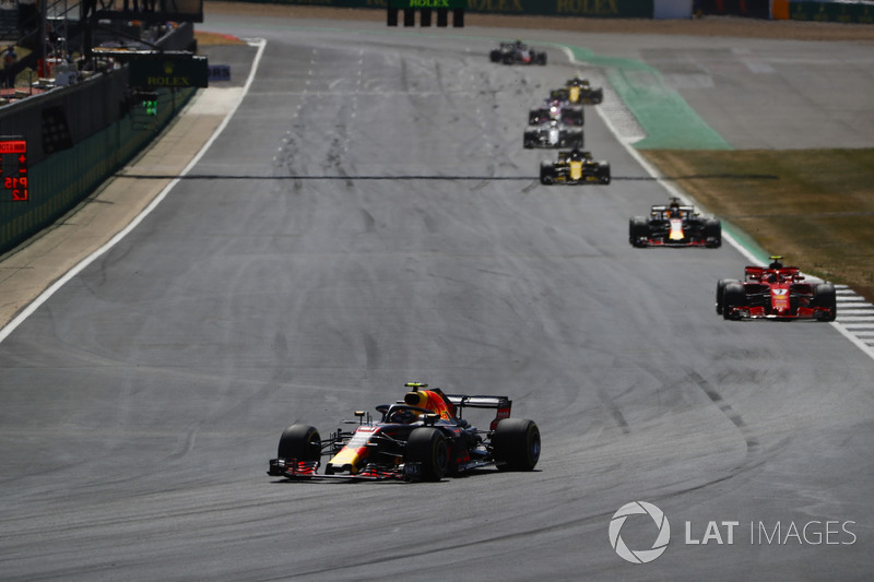 Max Verstappen, Red Bull Racing RB14, Daniel Ricciardo, Red Bull Racing RB14, y Kimi Raikkonen, Ferrari SF71H