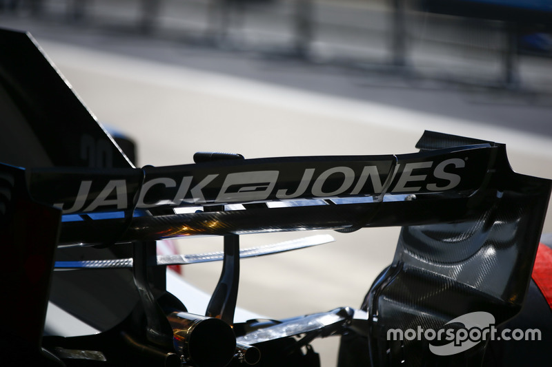 Rear wing detail of the Kevin Magnussen Haas F1 Team VF-18