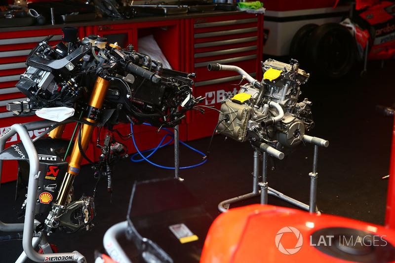Chaz Davies, Aruba.it Racing-Ducati SBK Team Ducati Panigale frame and engine