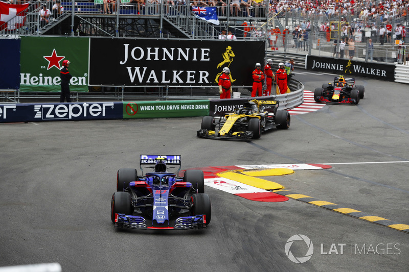 Pierre Gasly, Toro Rosso STR13, Nico Hulkenberg, Renault Sport F1 Team R.S. 18 y Max Verstappen, Red Bull Racing RB14