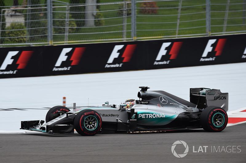 2015: Juara dunia, Lewis Hamilton, Mercedes AMG F1 W06 Hybrid