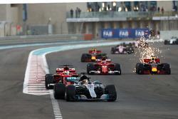Lewis Hamilton, Mercedes AMG F1 W08 leads Sebastian Vettel, Ferrari SF70H, Daniel Ricciardo, Red Bull Racing RB13, Kimi Raikkonen, Ferrari SF70H and Daniel Ricciardo, Red Bull Racing RB13