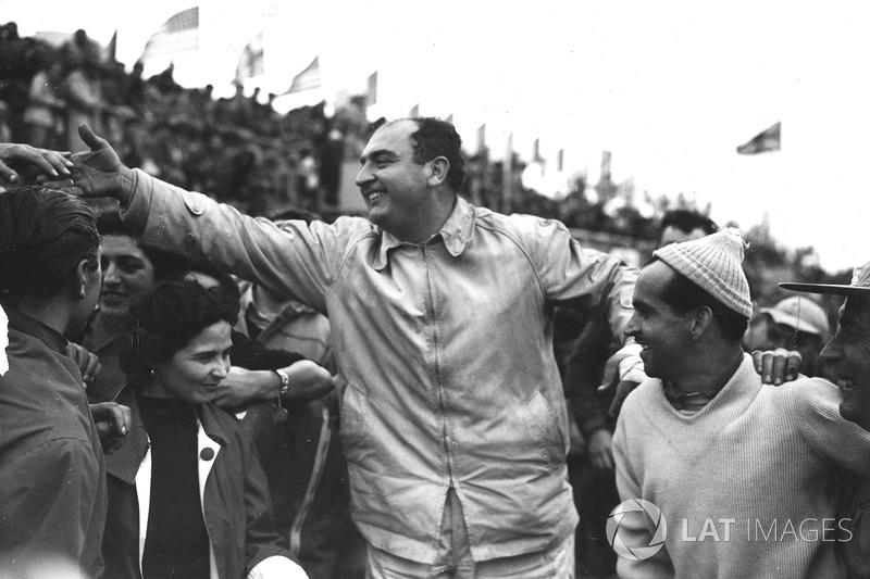 1954 год. Победители Хосе Фройлан Гонсалес и Морис Трентиньян, Ferrari